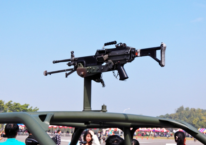 M249_Light_Machine_Gun_mounted_on_Top_of_Special_Assault_Vehicle_20120211a