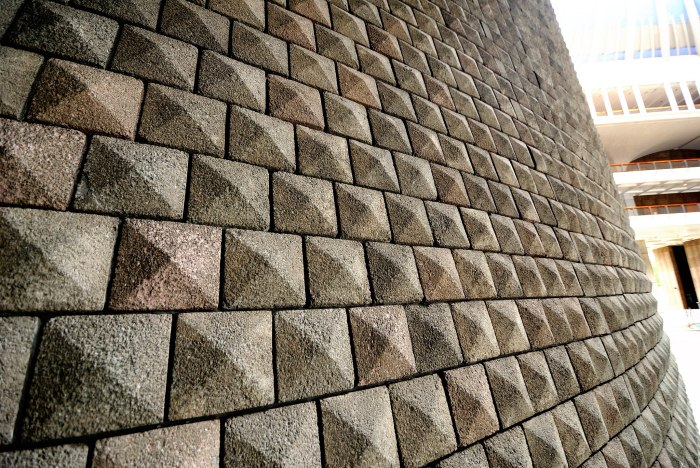 Sloped_Masonry_Walls_@_Hawaii_State_Capitol_(8049673002)